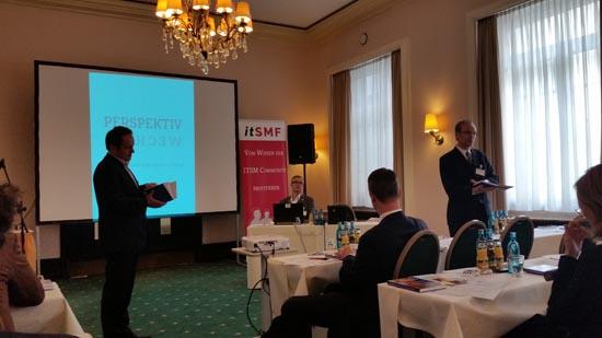 Vorstellung durch die Herausgeber (v.l.n.r. Peter Bergmann, Jürgen Dierlamm als Vertreter itSMF e.V. und Dierk Söllner)